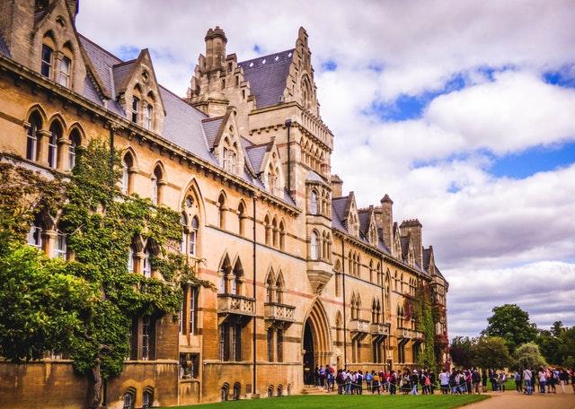 [Obrazek: Universitas-Oxford.jpg]